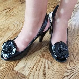 Naturalizer Open Toe Flower Wedge Black! Perfect